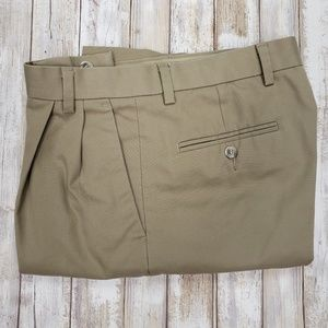 Men's Dockers Tan Pleated Classic Fit. NWOT